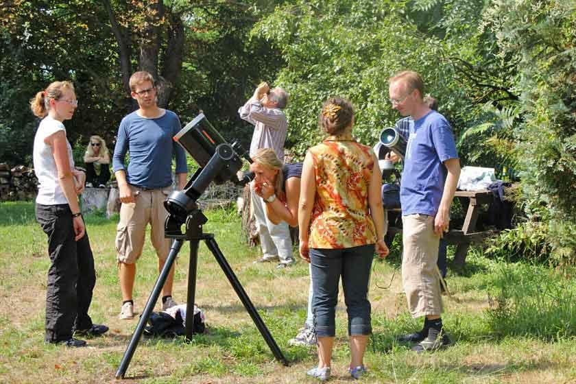 Sonnenbeobachtung auf der Schlosswiese; Credit: Susanne Hoffmann