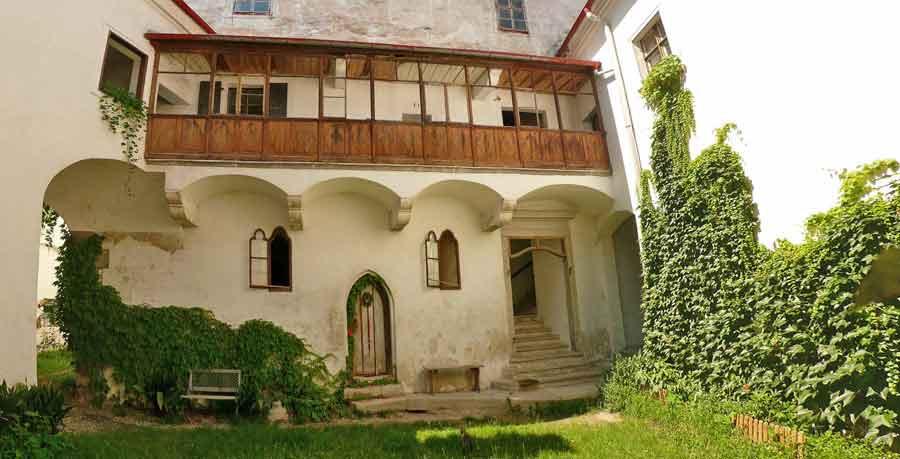 schlosshof-lores